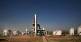 El etanol es el único negocio rentable para la industria azucarera argentina: pero el corte con nafta es apenas un 10% versus 27% en Brasil