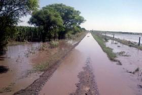 Sin caminos pero solidarios: provincias inundadas transfirieron 4000 M/$ por regalías sojeras al resto del país