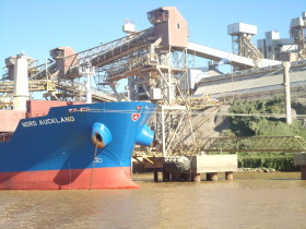 En las terminales portuarias santafesinas comenzó un plan de inversiones de 1110 M/u$s para poder procesar el crecimiento previsto de la producción agrícola
