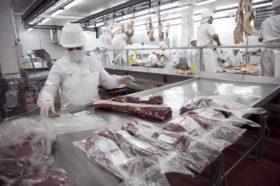 Fuego cruzado entre matarifes y frigoríficos exportadores por una resolución de la Afip: ninguno tiene razón