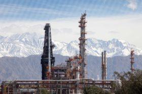 """Privilegiados: la industria petrolera argentina tiene """"precio sostén"""" para el mercado interno y dejará de abonar derechos de exportación"""