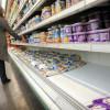 Supermercados venden fruta: aseguran perder dinero con la venta de leche fluida a pesar de liderar la participación en el precio final