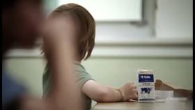 Proyecto oficial propone garantizar una copa de leche diaria para estudiantes y jubilados: consumidores aportarán 30 M/$ mensuales