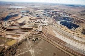 Contraste brutal: el gobierno argentino está evaluando reducir el derecho de exportación a las corporaciones mineras