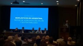 Adiós petróleo: en la Argentina está todo listo para comenzar a fabricar plásticos a partir de insumos elaborados con soja y maíz