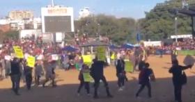 """¿Quiénes son los activistas que irrumpieron en la pista central de la Rural de Palermo para denunciar """"explotación animal""""?"""