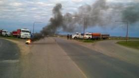 Alerta maíz: en el segundo día del paro transportista muy pocos camiones pudieron ingresar a las terminales portuarias