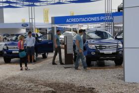 La demanda genuina de camionetas agropecuarias se mantiene firme: pero siguen derrumbándose las ventas de automóviles destinados a la clase media