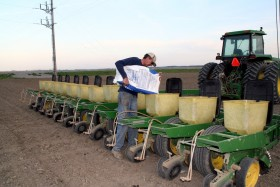 """Productores deberán informar al Inase la cantidad de semilla de soja de """"uso propio"""" que sembrarán en 2015/16 con la documentación que avale su origen legal"""