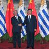 A la Argentina le costará cada vez más seguir siendo una economía cerrada: China eligió a Uruguay como plataforma de desembarco en el Mercosur