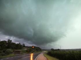 Se proyectan más tormentas violentas en el verano: alerta por un otoño con restricciones hídricas y heladas tempranas