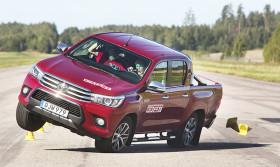 """Test independiente detecta fallo de la Hilux en prueba de maniobra extrema: """"Algo está muy mal con el sistema de seguridad dinámico de Toyota"""""""