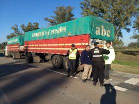 Transportistas autoconvocados volvieron a movilizarse en los accesos de las terminales portuarias del norte de Rosario