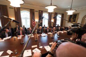 """Trump sube la apuesta contra China: ordenó al USDA que """"use todos los medios a su alcance para implementar un plan que proteja a los productores estadounidenses"""""""