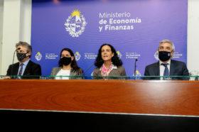 """Uruguay emitió bonos en dólares a la tasa más baja de la historia: """"La decisión de no ir a cuarentena se ha ido reflejando en términos económicos"""""""