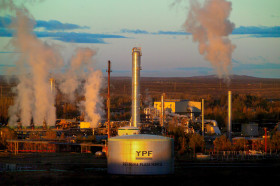 """El gobierno bajó las retenciones a las exportaciones de petróleo para """"garantizar los niveles actuales de rentabilidad"""": el agro sigue esperando"""