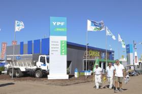 YPF justificó el nuevo aumento de precios por el impacto del biocombustible: pero la nafta subió más del doble que el etanol
