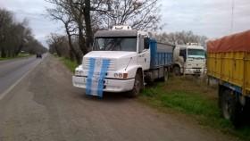 Tercer día del paro de transportistas: sigue bloqueado el ingreso de granos a las terminales portuarias
